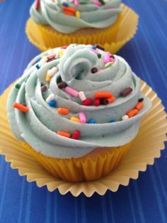 Dairy Free Cupcakes with Vegan Frosting (going to sub egg-whites) Vegan Cupcake Recipes, Dairy Free Cupcakes, Dairy Free Frosting, Dairy Free Cheesecake, Dairy Free Brownies, Vegan Frosting, Lactose Free Recipes, Vegan Cupcakes, Gluten Free Sweets