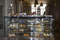 Cinco restaurantes gourmet aptos para celíacos  Un exhibidor con postres buenísimos en Sintaxis Palermo