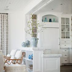 House of Turquoise: Becki Owens Design House Of Turquoise, Luxury Interior Design, Interior Exterior, Chinoiserie, California Living, California Beach, Beach House Decor, Home Decor, Florida Home