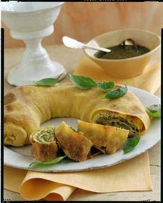 Strudel, zucchini, cheese and basil Strudel, Meat Recipes, Vegetarian Recipes, Cooking Recipes, I Love Food, Good Food, Yummy Food, Zucchini Pesto, Zucchini Cheese