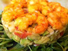 Cocinando con Lola García: Ensaladilla de patata, aguacate y gambas rebozadas