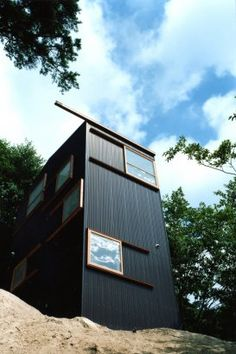 House on the Mountainside in Hyogo, Japan by Keiichi Hayashi Architect.