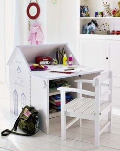 "Foto ""pinnata"" dalla nostra lettrice Rosandra Ferri, blogger di mommo design: HOUSES FOR KIDS - Desk house"
