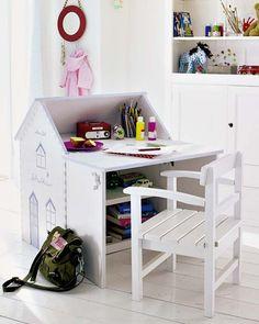 "Foto ""pinnata"" dalla nostra lettrice Rosandra Ferri, blogger di mommo design: HOUSES FOR KIDS - Desk house"