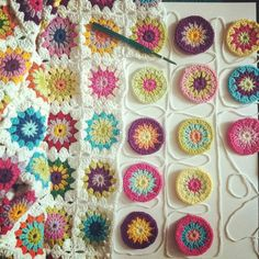 Hello Crochet lovers, prepared to learn this beautiful Crochet Granny Square? I used to love my life with my crochet work. You're also like I know what I'm talking about. Crochet Diy, Beau Crochet, Crochet Motifs, Crochet Blocks, Love Crochet, Crochet Crafts, Yarn Crafts, Crochet Flowers, Crochet Stitches