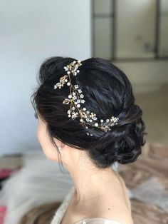Extra Long Hair Vine Bridal Hair Vine Wedding Hairpiece Pearl Gold Hair Vine Bridal Hair Jewelry Pearl Hair Wreath Flower Hair Vine in 2020 Bridal Hair Updo, Bridal Hair Vine, Wedding Headband, Bridal Hair Photos, Wedding Photos, Wedding Ideas, Asian Wedding Hair, Wedding Hair Pieces, Hair Wedding