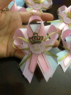 Artículos similares a 12 pink and gold guest pins for Baby shower- pink and gold baby shower- guest pins- pink and gold baby shower- princess baby shower en Etsy Distintivos Baby Shower, Shower Bebe, Baby Shower Princess, Girl Shower, Baby Shower Favors, Shower Party, Baby Shower Games, Baby Shower Parties, Pink Und Gold