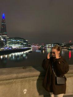 Instagram Outfits, Instagram Ideas, Instagram Story, Instagram Posts, Army Pants Outfit, London Night, London Bridge, Vintage Sunglasses, City Girl