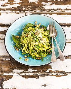 This Zucchini Noodles with Avocado Pesto is super healthy, flavoursome and vegan