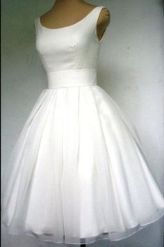 WEDDING VENUES::Church, STYLE::Elegant & Luxurious, NECKLINE::, SLEEVE LENGTH::Sleeveless, EMBELLISHMENT::Appliques, BACK DETAILS::Zipper, WAIST::Natural, FABRIC::Tulle, SILHOUETTE::A Line - Wisebridal.com