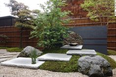 Amazing Japanese Rock Garden Ideas For Beautiful Home Yard 16 Japanese Garden Backyard, Modern Japanese Garden, Japanese Garden Landscape, Japan Garden, Japanese Gardens, Japanese Maple, Rock Garden Design, Deco Nature, Landscaping With Rocks