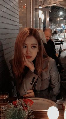 Rosé Facts: – She is Korean, but she was born in Auckland, New Zealand and raised in Melbourne, Box Hill (Australia), where she atten. Chic Wallpaper, Rose Wallpaper, Blackpink Members, Get Skinny Legs, Rose Park, Park Chaeyoung, Blackpink Jisoo, South Korean Girls, Asian Girl