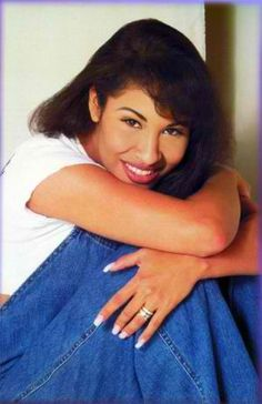 A biography of selena quintanilla perez a famous mexican performer and singer