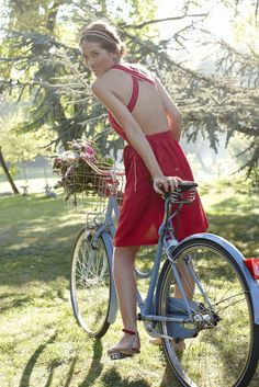 Lolita Lempicka for Ekyog, collection and competition Lolita Lempicka, Bicycle Women, Bicycle Girl, Bicycle Race, Bicycle Pictures, Velo Vintage, Red Summer Dresses, Cycling Girls, Road Cycling