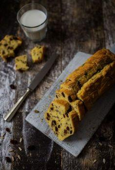 Quick, moist and buttery gluten free cake with cornflour, raisins and sunflower seeds