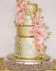 (@fabmoodpalette)  glamorous gold wedding cake.  Photo @katirosado