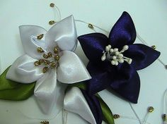 Making Flower Models from Ribbons Diy Lace Ribbon Flowers, Ribbon Flower Tutorial, Kanzashi Flowers, Diy Ribbon, Ribbon Work, Fabric Ribbon, Ribbon Crafts, Flower Crafts, Fabric Flowers