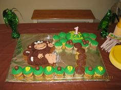 Monkey birthday cake.