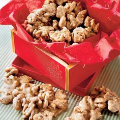 Praline Pecans - Most Pinned Christmas Dessert Recipes - Southernliving. Recipe: Praline Pecans No matter how you make pralines–with brown sugar or white sugar, evaporated milk or buttermilk–they are one of the paramount Southern treats. Pecan Desserts, Pecan Recipes, Candy Recipes, Holiday Recipes, Delicious Desserts, Dessert Recipes, Holiday Treats, Christmas Recipes, Popcorn Recipes