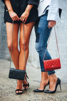 Think about the way you carry your favorite bag on the daily—do you typically grab it and arrange it on your arm (or shoulder) the same way, no matter what?