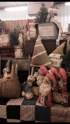 Primitive Christmas, Rustic Christmas, Christmas Ideas, Christmas Crafts, Christmas Decorations, Xmas, Cottage Crafts, Primitive Patterns, Old Fashioned Christmas
