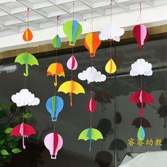 Znalezione obrazy dla zapytania window decoration ideas for classroom