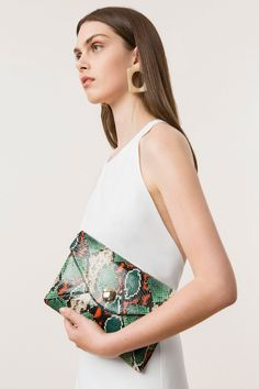 Bolsa que necesitas este verano http://stylelovely.com/shopping/los-bolsos-necesitas-este-verano/