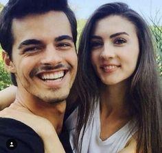 Hayat And Murat, Love Poetry Urdu, Turkish Beauty, Truth Quotes, Young Couples, Turkish Actors, Friend Pictures, Celebrity Gossip, Tv Series