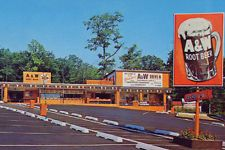 Vintage Cars A&W Drive-in Fast Food Root Beer (photo print of postcard) Classic Restaurant, Vintage Restaurant, Fast Food Restaurant, American Fast Food, American Diner, Vintage Photos, Vintage Cars, Vintage Ideas, A&w Restaurants