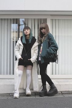 Tokyo street style is just one of the coolest things on this earth Japanese Street Fashion, Tokyo Fashion, Korea Fashion, Harajuku Fashion, Harajuku Style, Glam Rock, Kawaii, Edgy Outfits, Fashion Outfits