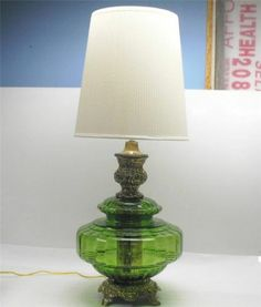 Vintage-70s-GREEN-BLOWN-GLASS-GLOBE-BRASS-PATINA-TABLE-LAMP