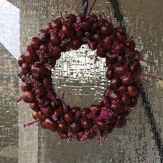Herbstkränze aus Naturmaterialien: 10 DIY Herbstdeko Ideen Potpourri, Ornament Wreath, Ornaments, Christmas Wreaths, Holiday Decor, Paper Lanterns, Natural Materials, Crafting, Berries