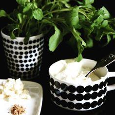 Keeping the herbs safe for @scarlets_walk // #marimekko #marimekkohome #siirtolapuutarha #regram // Siirtolapuutarha Oiva Tableware