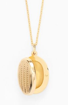 Gorgeous gift idea | Gold oval locket necklace.