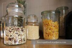 Das perfekte Müsli!   Love Vegan Food Mason Jars, Vegan, Dried Fruit, Coconut Flakes, Bakeware, Food Portions, Bakken, Mason Jar, Vegans