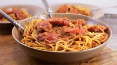 This pasta dish will make you wish you were eating it somewhere in the south! food recipe grandmothers Robbie Montgomery's Soul-Style Spaghetti with Meat Sauce Spaghetti Meat Sauce, Spaghetti Recipes, Pasta Recipes, Cooking Recipes, Spaghetti Squash, Sweetie Pies Recipes, Healthy Hearty Soup, Baked Ribs, Oven Baked