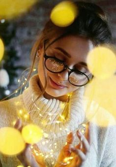 30 sparkling ideas for using fairy lights for your portrait – Feminine Buzz – girl photoshoot poses Fairy Light Photography, Cute Photography, Tumblr Photography, Creative Photography, Lovely Girl Image, Cute Girl Photo, Girls Image, Cute Girl Poses, Girl Photo Poses