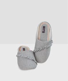 7c8ce80d36 ETAM Zapatillas volantes y estampado a rayas c.gris. Zapatillas De Casa