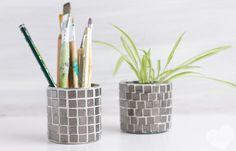 {Aus alt mach neu} Blechdosen mit Mosaik aufhübschen und zu Blumentöpfen, Stiftehaltern und und und umfunktionieren
