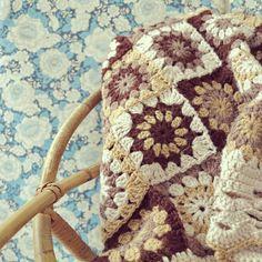 ByHaafner, crochet, plaid, throw, seventies vintage style, handmade, crochet, vintage wallpaper, granny squares,