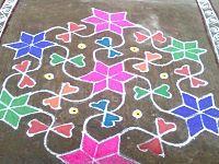 Kolam, diwali art from ASian Art Museum, SF Geometric Arrow, Geometric Lines, Chalk Festival, Diwali Festival Of Lights, Chalk Design, Design Art, Asian Art Museum, Flower Rangoli, Indian Crafts