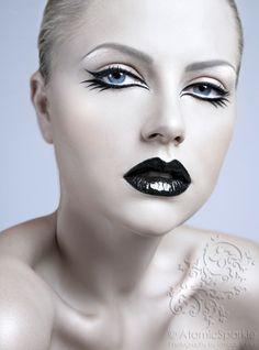 Black glossy lips graphic eyeliner