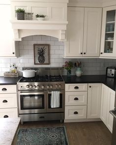 Supreme Kitchen Remodeling Choosing Your New Kitchen Countertops Ideas. Mind Blowing Kitchen Remodeling Choosing Your New Kitchen Countertops Ideas. Cool Kitchens, Kitchen Renovation, Kitchen Decor, New Kitchen, New Kitchen Cabinets, White Kitchen Cabinets, Kitchen Redo, Countertops, Kitchen Remodel Countertops