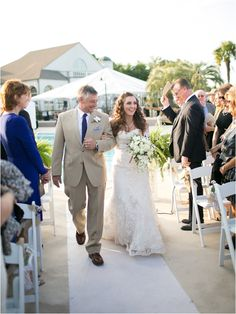 Father walking bride down the aisle ~ Photo: Sarah Ainsworth