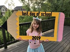 Last day of School sign pencil Pencil last day/ first day of school sign! ✏️ Last day of School sign pencil Pencil last day/ first day of school sign! First Day Of School Pictures, First Day School, School Photos, School Portraits, School Picture Frames, School Frame, Abc Poster, Cindy Lou, A Day To Remember