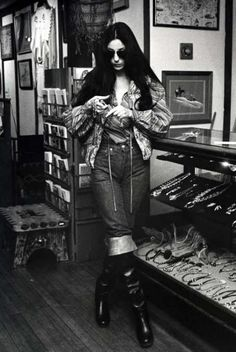 Cher - pirate boots and piles of vintage Native American jewelry. Love her style 70s Fashion, Denim Fashion, Fasion, Vintage Fashion, Hippie Fashion, Vintage Couture, Images Vintage, Look Vintage, Charlotte Rampling