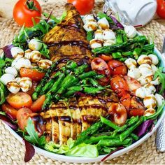 """8,434 Likes, 47 Comments - Healthy Fitness Recipes~Videos (@fithealthyrecipes) on Instagram: """"Caprese Chicken Salad {Add it to your menu this week🙌} By @cleanfoodcrush❤ @cleanfoodcrush . Makes…"""""""