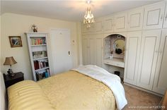bedroom w/ storage