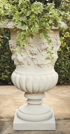 A stunning reproduction of an early 19th-century design from Florence, Italy, our Veneto Urn brings a touch of the ornate to any garden or outdoor seating space.