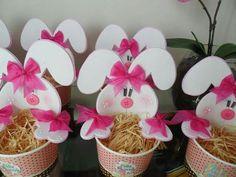 Lembrancinhas em EVA para a Páscoa | Como fazer em casa Holiday Crafts For Kids, Bunny Crafts, Easter Crafts For Kids, Diy And Crafts, Diy Y Manualidades, Easter Sale, Easter Candy, Craft Bags, Easter Wreaths